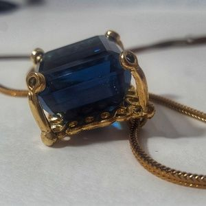 Gorgeous vintage Pat Pend Sapphire style necklace